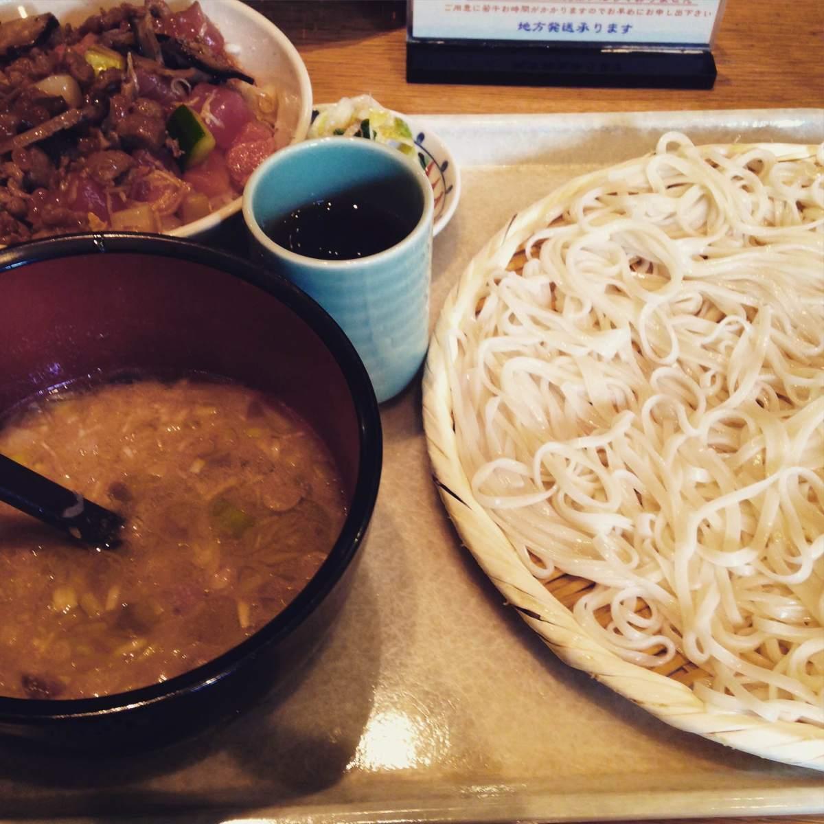 秋の東京旅2:スープがクセになる新橋の人気店「うどんの七蔵」