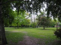 アパートの隣の公園
