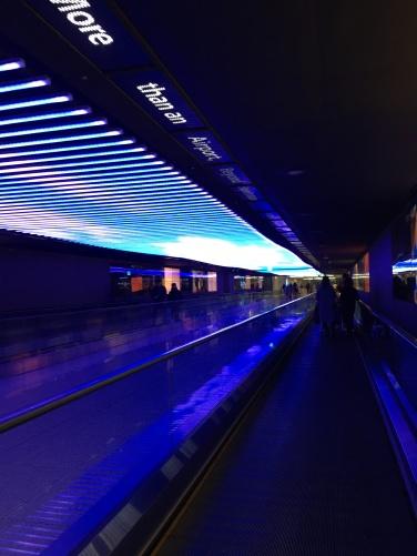 交通センターと空港の地下1Fはこんな通路でつながっていました