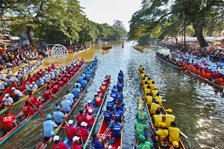 【シェムリアップ2018】カンボジアの水祭りに遭遇する