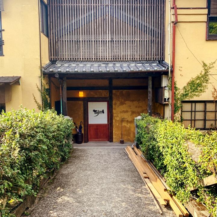 ゆっくり過ごせる温泉ゲストハウス湯の鶴温泉「TojiyA」